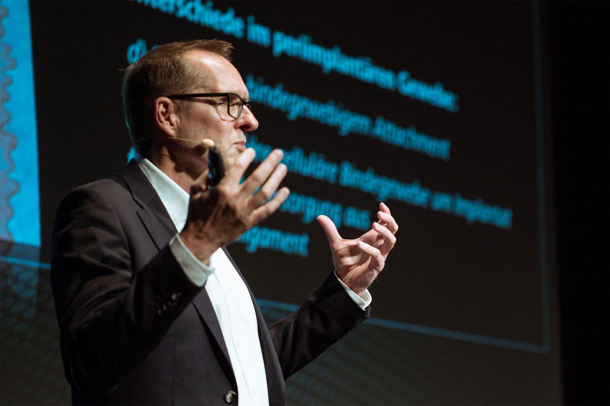 Dr. Peter Gehrke: Die Desinfektion von individuellen Abutments sollte im Labor stattfinden