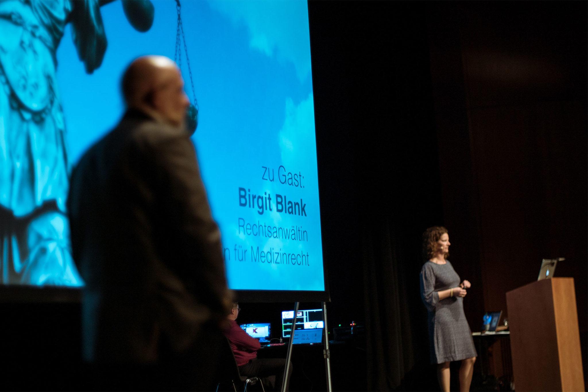 Birgit Blank: Die Fachanwältin klärt über die rechtliche Situation bei Patientenkontakt auf